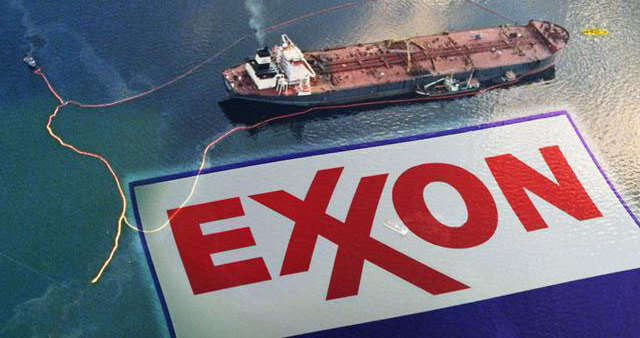 Hrozba, před kterou ropná korporace ExxonMobile stojí, sepodobá problémům, vekterých sezmítal tabákový průmysl nakonci 90. let — jevšak rozsáhlejší. Vehře nejsou jen osudy kuřáků, ale nás všech. Foto climatestate.com