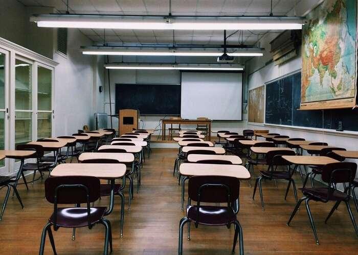 Školy zejí prázdnotou. Problémy vznikají pro všechny, kdo musí zůstat sdětmi doma. Naošetřovné namjí nárok zdaleka všichni potřební. Foto Pixabay