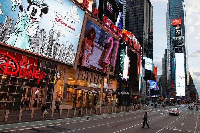 Vylidněný New York. Spojené státy vuplynulých dnech schválily obrovské prostředky naochranu své ekonomiky. Obavy ale panují zestruktury azaměření přijatého balíčku. Foto CNN