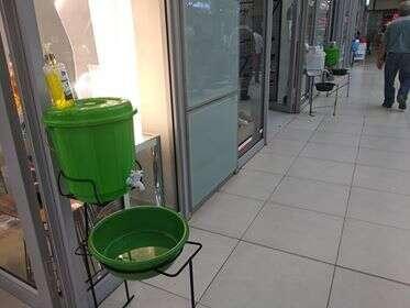 V Lusace najdete před každým obchodem umyvadlo. Foto Iva Sojková