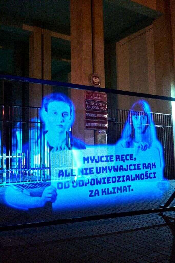Inspirací může být inejnovější naprotest vPolsku, postavený napromítaném hologramu. Foto Max Zieliński, Greenpeace