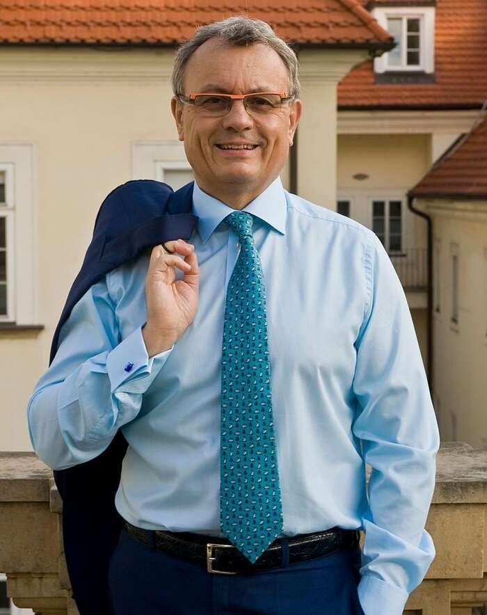Od žádného orgánu, jehož tvůrce pokládá zaprospěšnou účast Vladimíra Dlouhého, sinelze nic užitečného slibovat. Foto WmC