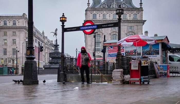Britská vláda doposud nezavedla povinnost nosit roušky sargumentem, že jenedokáže zajistit pro všechny. Londýnská radnice však dané opatření silně prosazuje as ministry seotevřeně hádá. Foto Jim Dell, flickr.com