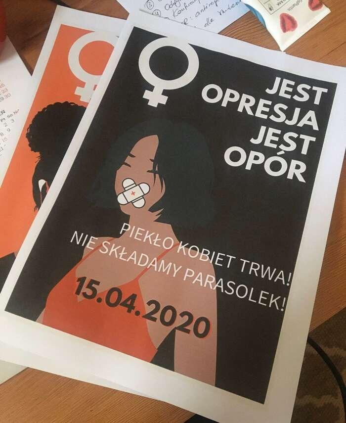 V Polsku působí řada ženských organizací, jež proti represi namířené vůči ženám ostře vystupují, především Celopolská stávka žen nebo Holky holkám. Repro DR