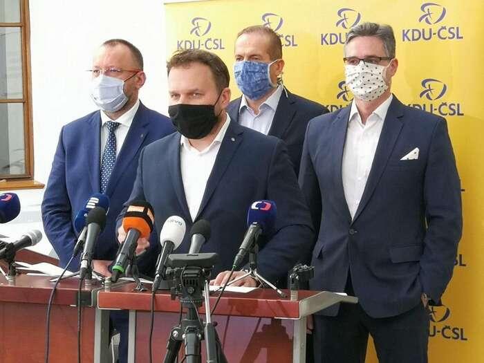 V diskusi odaňových rájích siMarian Jurečka mimo jiné Vojtěchu Filipovi stěžoval, že komunisté jeho dědečkům sebrali rolnický cukrovar. Foto KDU-ČSL
