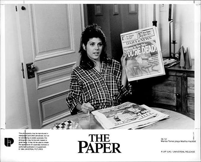 Pro novináře jetypické, že seohlížejí zaztraceným zlatým věkem, který však nikdy neexistoval. Momentka zfilmu The Paper (1994) zdařile přibližujícího různá dilemata profese. Repro DR
