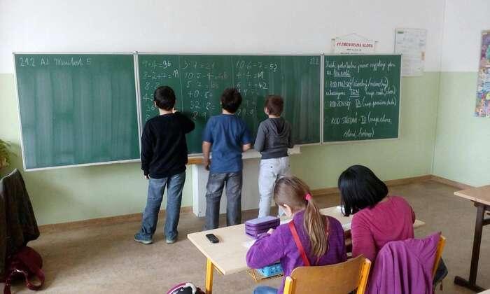 Německo nyní vyčlenilo pět set milionů eur natechnické vybavení škol aohroženým rodinám poskytlo jednorázový příspěvek. FBSpolečnosti Tady ateď