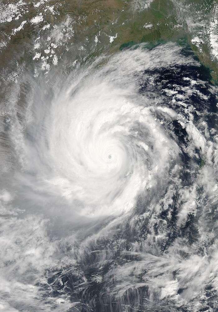 Supercyklón Amphán jedruhou nejsilnější tropickou bouří zacelou historii měření vseverovýchodní části Indického oceánu. Vědci mají jasno: zasilnější bouře může přehřívání planety: Foto: NASA.