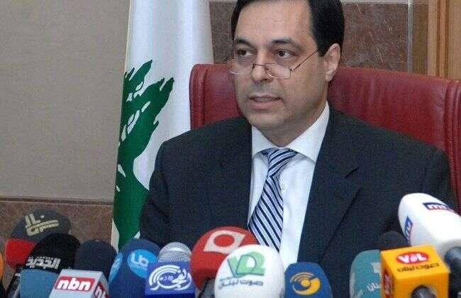 Libanon byl již před výbuchem vevážných ekonomických asociálních problémech. Před nástupem koronaviru propukaly vzemi ihladové bouře. Vláda premiéra Hasana Dijába (na snímku) dokázala seškrtat výdaje, jinak však příliš nic dalšího. Repro DR