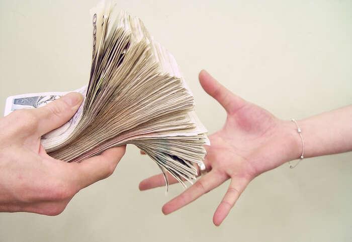 Daně stát nevybírá jen proto, aby financoval svůj chod. Ale proto, že cílem sociálně demokratického státu jerovnost mezi lidmi, kterou astronomické příjmy popírají. Foto Michal Kalášek, Mediafax
