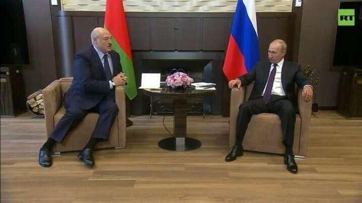 Setkání Alexandra Lukašenka (vlevo) sVladimirem Putinem zaujalo tentokrát iodborníky namimoslovní komunikaci. Repro zvideozáznamu