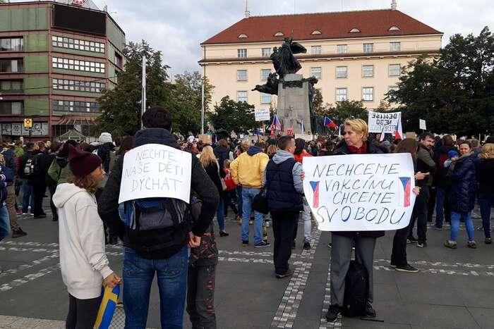 Demonstrace před ministerstvem zdravotnictví vneděli 27. září 2020. Foto FBJirka Kratochvíl