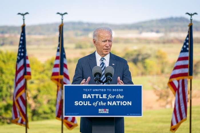 Podle průměrů zevšech průzkumů zveřejňovaných systematicky webem RealClearPolitics tak nyní vede o9,7 procenta. Foto Adam Schultz, Biden for President, flickr