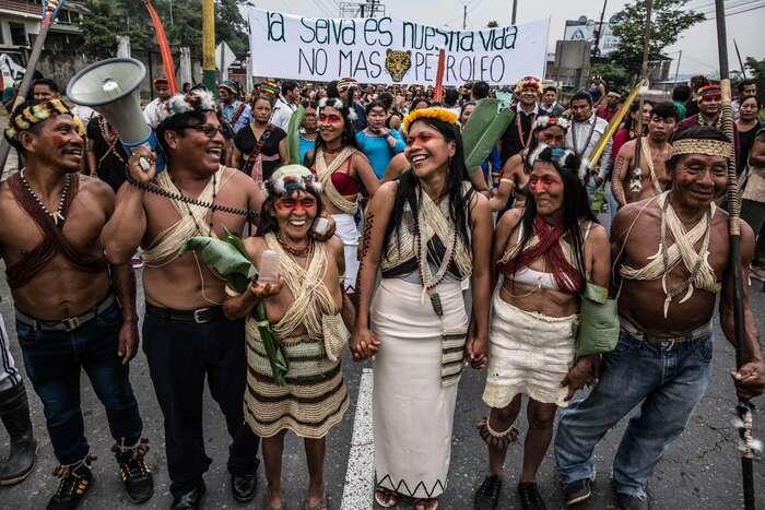 My, původní obyvatelé Amazonie, bojujeme zato, comilujeme — náš způsob života, naše řeky, zvířata, naše lesy, život naZemi. Měli byste nám konečně začít naslouchat. Foto Leonardo DiCaprio Foundation