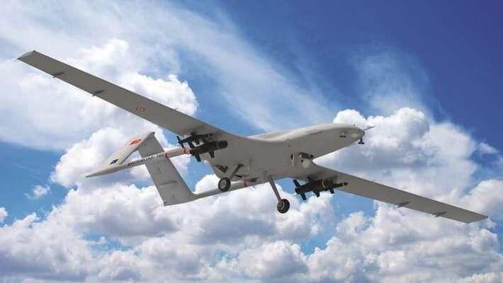 Symbolem aktuální války sestaly různé typy dronů. Tento turecký má zdokonalenou optiku amůže létat vedne vnoci, pouze spauzami nadotankování. Foto Baykar Defence Company