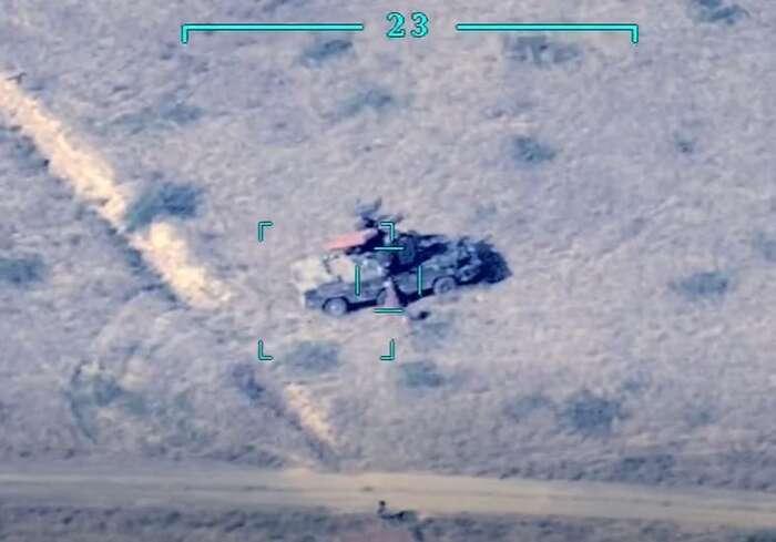 Záběry zázerbajdžánských dronů nakupovaly během prvních dní bojů ivelké zpravodajské agentury. Stávalo setak, že záznam poměrně detailního usmrcení několika lidí sešířil dosvěta třeba scopyrightem AP.  Foto IZW