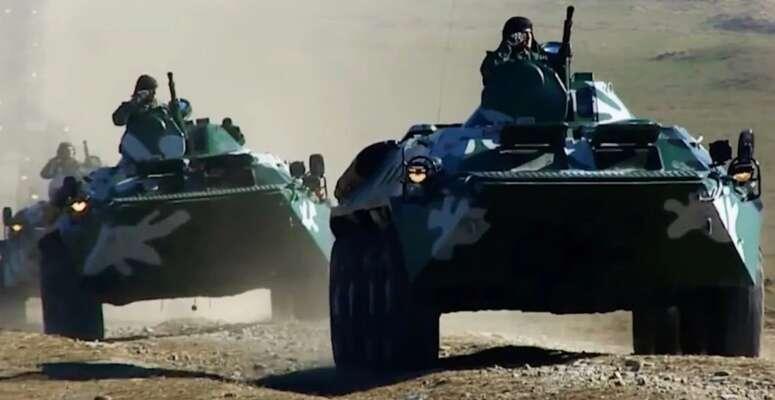 Ázerbájdžánská OVPčká při polní přehlídce. Repro  zvideozáznamu