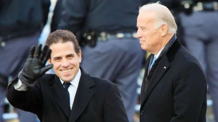 Joe Biden sesynem Hunterem. Repro zvideozáznamu
