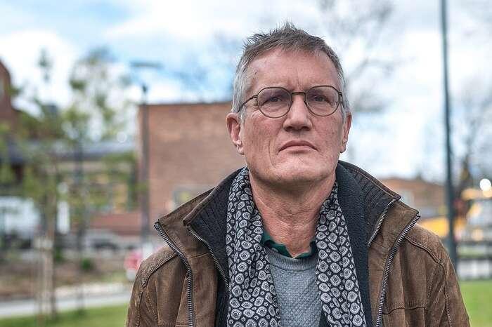 """Poměrně plaše působící Anders Tegnell, architekt švédské epidemiologické strategie, senechtěně ocitl navýsluní. Popularita přišla zcela nečekaně adnes jetvář """"otce vlasti"""", jak hovzemi přezdívají, motivem tetování či triček, námětem rapové skladby avmódních magazínech simůžete třeba přečíst, jak seobléci """"na Tegnella"""". Foto Frankie Fouganthin, WmC"""