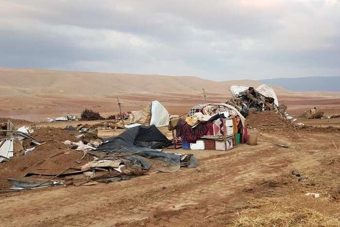 Podle statistik OSN sejednalo onejvětší demolici zaposlední čtyři roky. Rodiny včetně desítek dětí první noc strávily vdešti bez střechy nad hlavou. Foto NA, DR