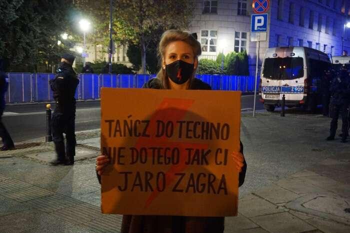 """Každý protestuje posvém. """"Tančete natechno, nepodle toho, jak vám píská Jarek."""" Foto Petra Dvořáková"""