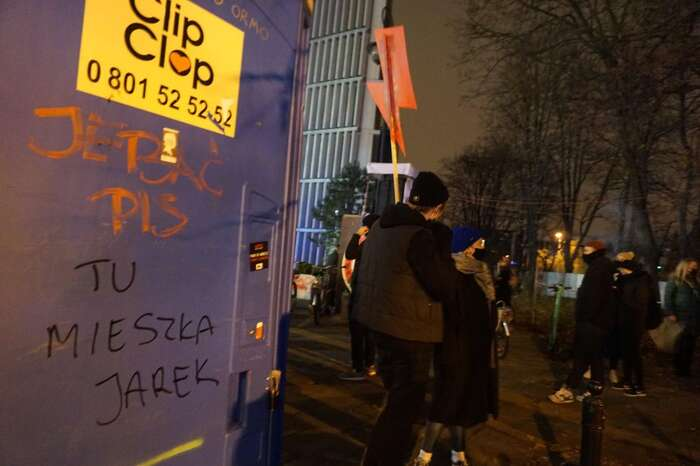 Radostně přímočará vulgárnost protestů jeautentickým projevem skutečnosti, že část polské společnosti už nehodlá sultrakatolickou vládou vůbec diskutovat. Foto Petra Dvořáková