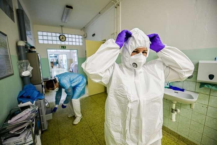 Z průběžně aktualizovaných dat ministerstva zdravotnictví vyplývá, že nemocnice nápor vydržely anyní má Česká republika volnou asi čtvrtinu lůžek naARO aJIP. Nemocniční personál ale potřebuje oddych. Foto FBFN Brno