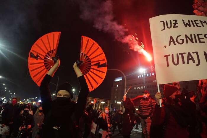 """""""Tohle není procházka! Tohle není spontánní shromáždění! Tohle jeplánovaný protest proti vládě, která senám snaží vzít svobodu!"""" Foto Petra Dvořáková, DR"""