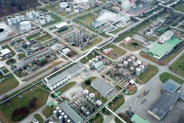 Malý výsek Babišovy korporace Deza. Aněkde naněm seskrývá zcela okrajový provoz, který možná otrávil Bečvu. Foto DR