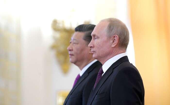Jakékoliv omezení práv občanů aposílení pravomocí exekutivy musí být vždcky přiměřené stupni ohrožení, jasně definované, demokraticky kontrolovatelné aautomaticky odvolané okamžikem, kdy ohrožení pomine. Jinak seposouváme politicky donedemokratických poměrů. Foto Kremlin.ru