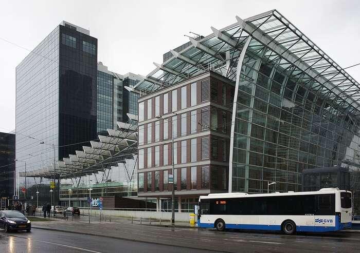 Takové Nizozemsko každoročně své evropské sousedy připraví vpřepočtu odeset miliard dolarů. Své formální sídlo vamsterdamském World Trade Center tumá iPPF nejbohatšího Čecha Petra Kellnera. Foto Dmitry Eliuseev, WmC