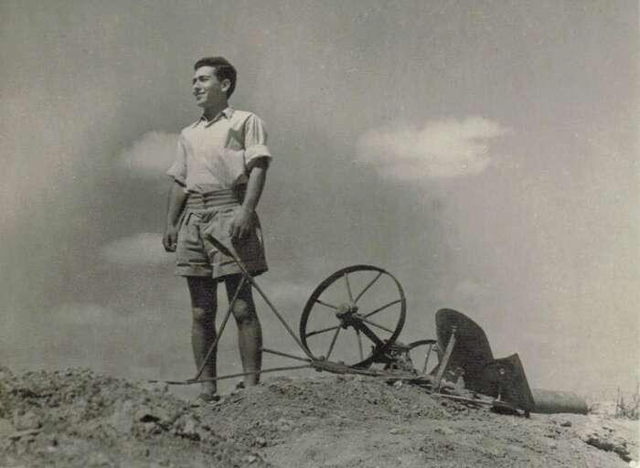 Osmnáctiletý Jaakov Šaret vdobě své služby vŽidovské brigádě. Foto Archív Jaakova Šareta