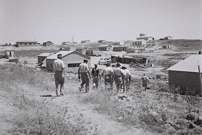 Kibuc vseverním Negevu vlétě 1946. Foto Zoltan Kluger, WmC