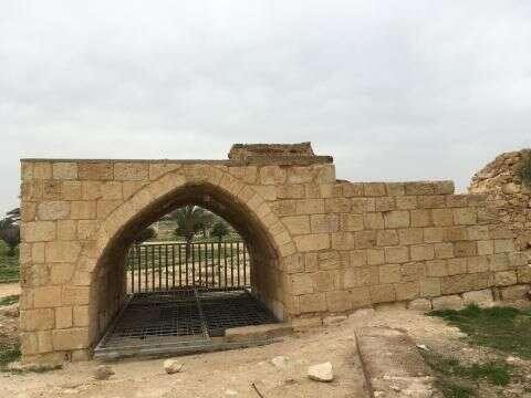 Pozůstatky studny vAbú Jahjá byly zrestaurovány Izraelským zemským úřadem aslouží dnes jako cíl izraelských výletníků. Foto Sarah Helmová, Middle East Eye
