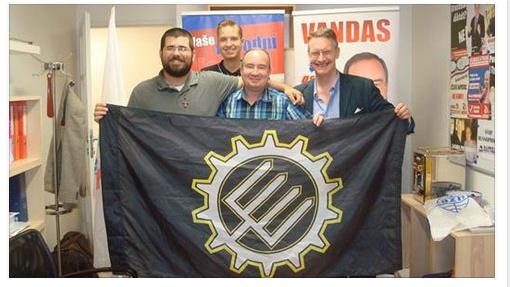 Matthew Heimbach (vlevo) spředsedou české DSSS Tomášem Vandasem. Foto Facebook Jiří Petřivalský