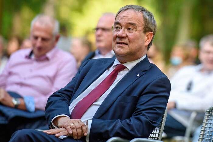 Armin Laschet, ministerský předseda nejlidnatější spolkové země Severní Porýní—Westfálsko, není žádnou charismatickou osobností, nýbrž spíš nenápadným technokratem, který sepříliš nepouští dožádných střetů apři kritice či konfliktech prostě počká, až sepřeženou, apotom dělá jakoby nic. Foto Dirk Vorderstraße, flickr