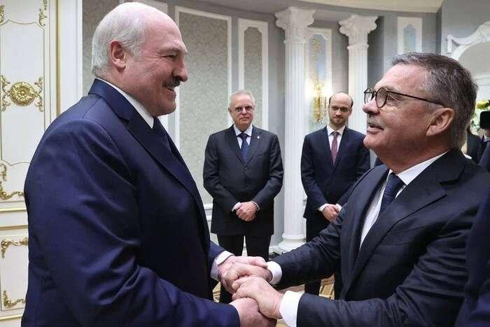 Chceme porazit Lukašenkovu politiku? Pak jenutné přimět jireflektovat anejlépe užívat jazyk, snímž operujeme my. Přebírat její jazyk, navíc vtak silném komunikátu jako jeprohlášení IIHF kekonání světového šampionátu, jeta nejzoufalejší chyba. Foto FBAround the Rings