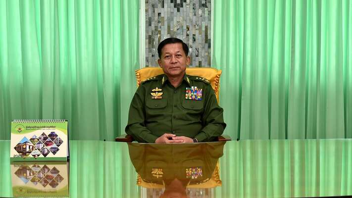 Všechny rozhodující pravomoci má nyní vrukou vrchní armádní velitel Mun Aun Hlain. Foto Mdn.gov.mm