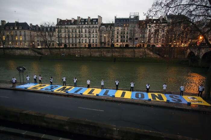 Pařížský správní soud začal žalobu projednávat vpolovině ledna. Soudnímu slyšení předcházely protesty ekologických organizací, které upozorňovaly nato, že cíle žaloby podpořilo přes dva miliony Francouzů. Foto Twitter L'affaire dusiècle