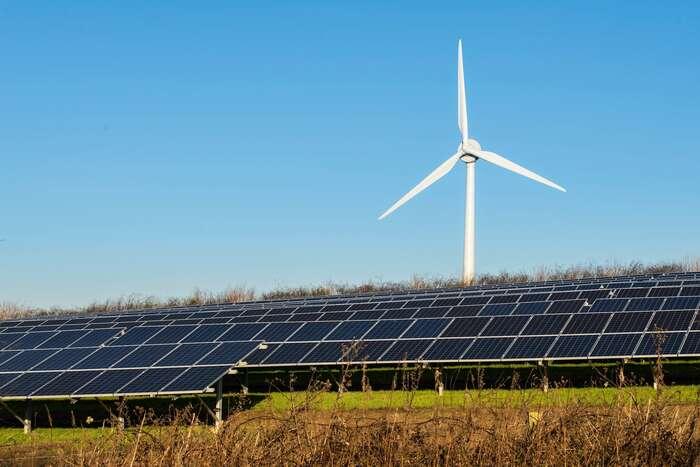 Předsudky vůči obnovitelným zdrojům souvisejí snerozvinutým konceptem komunitní, decentralizované energetiky, neb právě vněm přinášejí větrníky nemalé ekonomické výhody regionu, kde stojí. Foto Gerry Machen, flickr