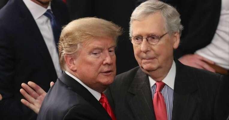 Donald Trump (vlevo) sMitchem McConnellem. Foto archiv Kentucky.com
