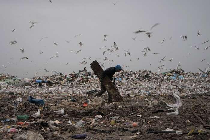 Korporace Suez siza deklarované vyřešení ekologického problému jedné znejvětších skládek vEvropě zajistí stabilní příjem napětadvacet let dopředu. Foto Benoît Collet