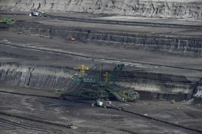 Když tedy polské ministerstvo klimatu udělilo loni vdubnu koncesi prodlužující lomu Turów právo pokračovat vtěžbě odalších šest let, jednalo vsouladu svlastními zákony. Ale vrozporu sevropským právem. Foto Jiří Bernard, WmC