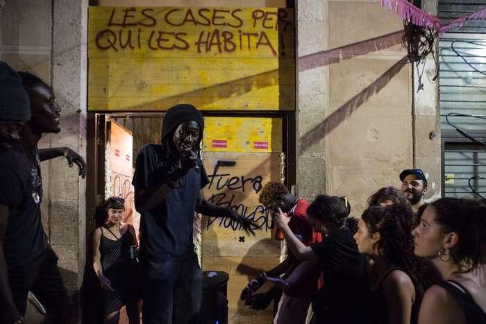 Vzdor komunity vRavalu proti vystěhovávání provázely kulturní sousedské akce. Foto Sira Esclasans