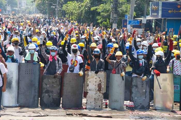 V zemi bylo odpřevratu zabito nasedm set lidí. Odpor seale režimu dosud zlomit nepodařio. Foto AAPP