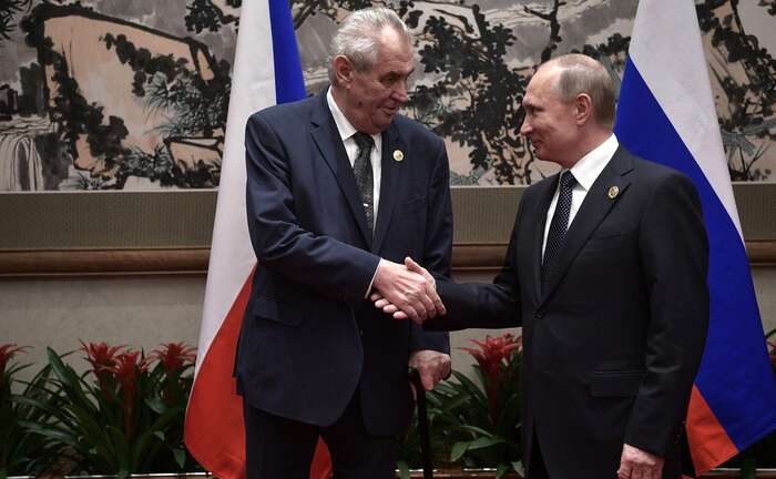 """Prezident Miloš Zeman sekvyhoštění ruských diplomatů vyjádří příští neděli. """"Je tozločin sdvojnásobnou vraždou abuďme rádi, že obětí nebylo více,"""" řekl ovrbětickém výbuchu před šesti lety při návštěvě Zlínského kraje. Foto WmC, The Russian Presidential Press and Information Office"""