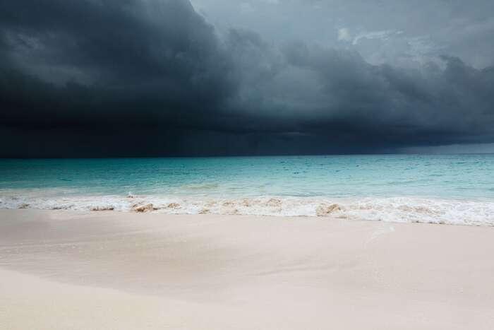 Hurikán Mitch naúzemí celé střední Ameriky zabil přes jedenáct tisíc lidí. Stal senejvíce smrtícím atlantským cyklónem nejméně zaposlední století. Víme přitom, že hurikány sílí vdůsledku oteplování vod způsobeného změnami klimatu. Foto PublicDomainPictures, pixabay