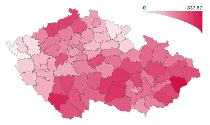 Velká část republiky hranici sta nových případů na100 tisíc obyvatel týdně stále nesplňuje. NaMoravě, Vysočině ivjižních aseverních Čechách jimíra infekce překonává dvoj- až trojnásobně. Mapa MZd