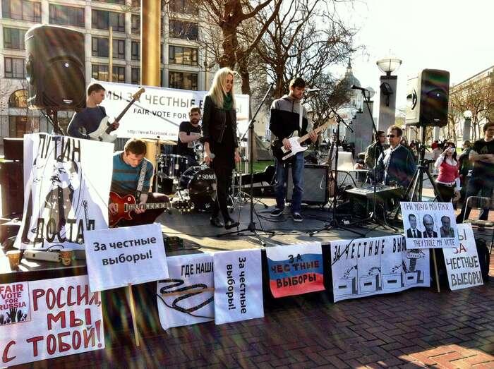 Česká republika byměla otevřít náruč ruským liberálům, mladým lidem aumělcům. Zakaždý jeden ruský prohřešek byměl následovat trest vpodobě stovek vysokoškolských stipendií, peněz nanezávislou kulturu, podporu opozice. Foto Steve Rhodes, Flickr