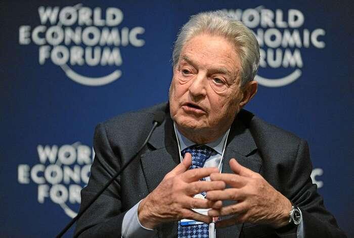 Dnes devadesátiletý multimiliardář Soros jevnašem prostoru kritizován zejména kvůli podpoře liberálních neziskovek apolitických projektů. Podobná aktivita domácích oligarchů seodsuzuje výrazně méně. Foto WEF